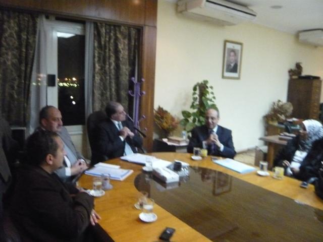 إجتماع مع السيد المستشار ماجد الشربيني  لمناقشة قضية أرض النادي P1030315