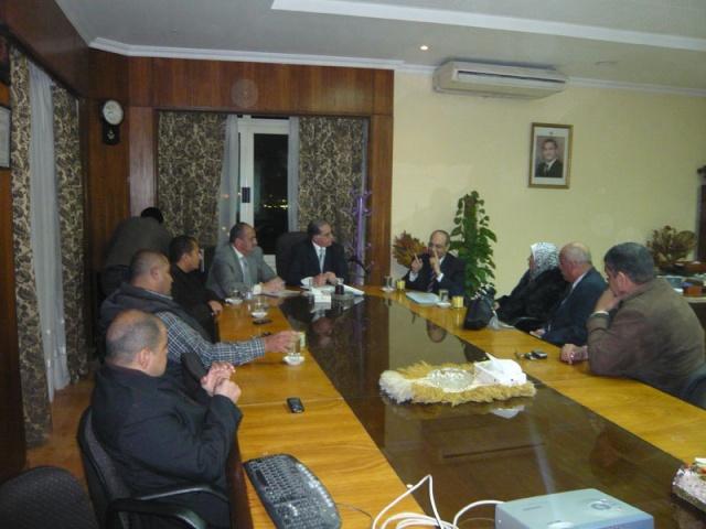 إجتماع مع السيد المستشار ماجد الشربيني  لمناقشة قضية أرض النادي P1030319