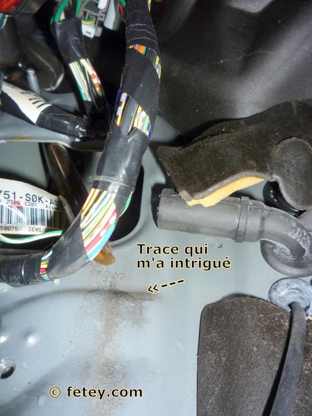 Acura TL 2002, coulage d'eau côté gauche P1110213