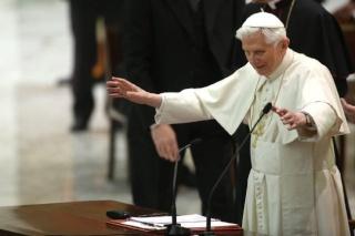 Le Pape Benoît XVI s'adresse aux prêtres de Rome Pape_b11