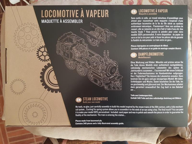 """La locomotive à vapeur en bois de chez """"Nature & Découvertese""""  Loco_b12"""