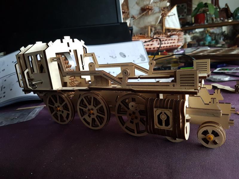 """La locomotive à vapeur en bois de chez """"Nature & Découvertese""""  Loco_m38"""
