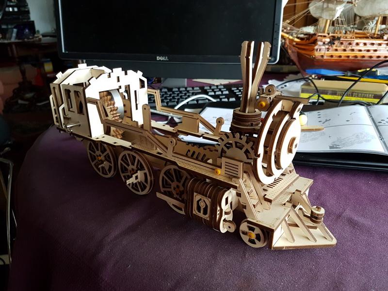 """La locomotive à vapeur en bois de chez """"Nature & Découvertese""""  Loco_m41"""