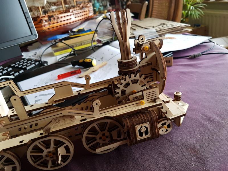 """La locomotive à vapeur en bois de chez """"Nature & Découvertese""""  Loco_m42"""