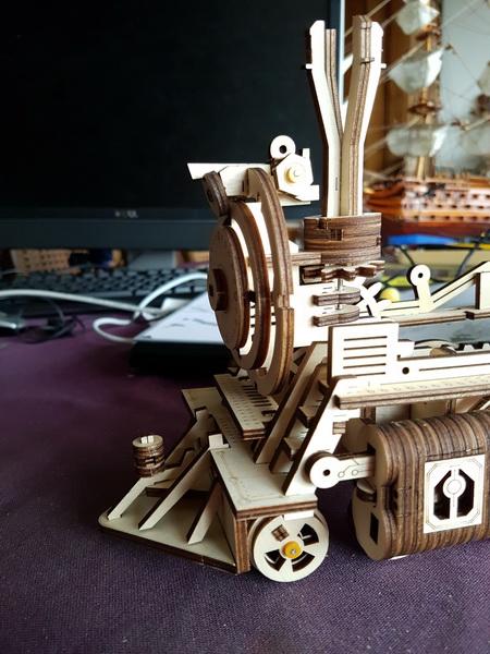 """La locomotive à vapeur en bois de chez """"Nature & Découvertese""""  Loco_m44"""