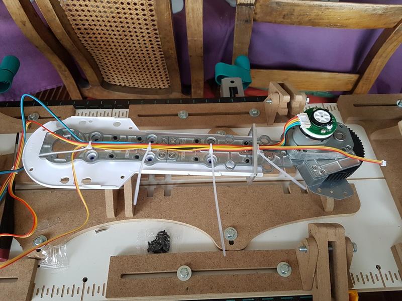 La construction de R2D2 d'Altaya - Page 7 M013_i11
