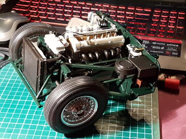 La Jaguar de type E par Altaya - Page 3 P09-3416