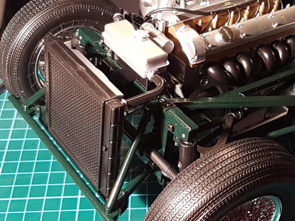 La Jaguar de type E par Altaya - Page 3 P09-3417