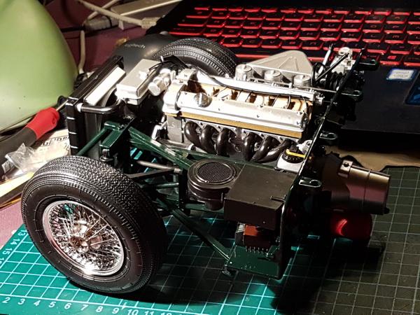 La Jaguar de type E par Altaya - Page 3 P09-3418