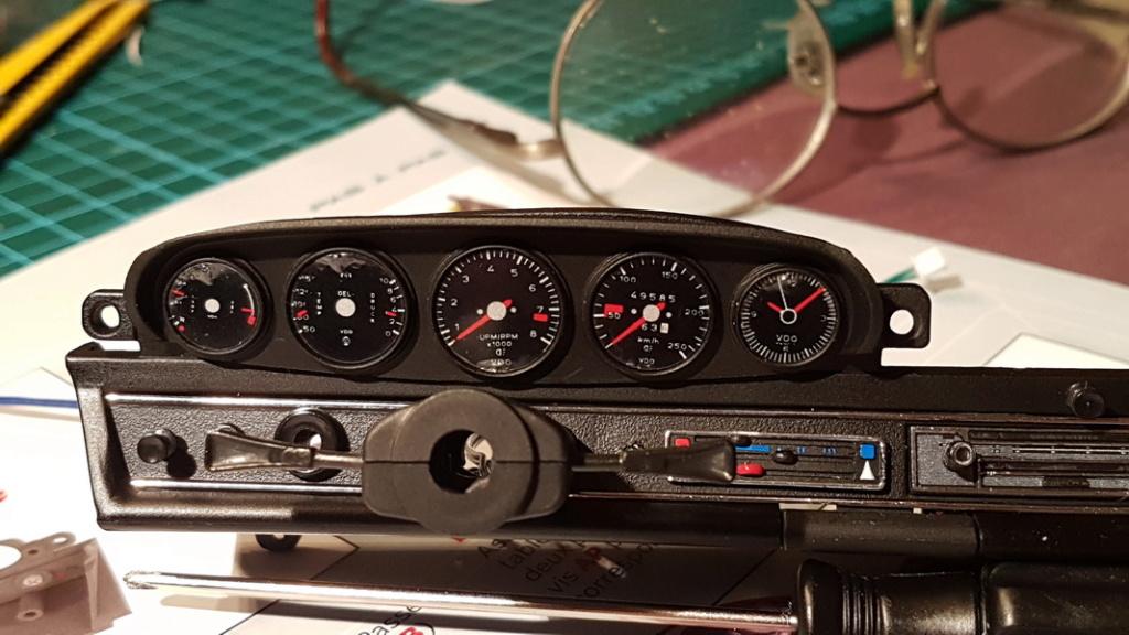 La construction de la porsche 911 Carrera d'Altaya au 1/8 ème - Page 2 P10-m019