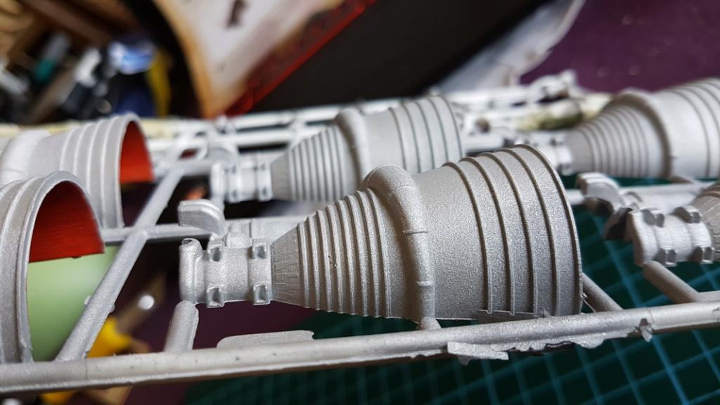 Saturn V 1/96 Revell Peintu20