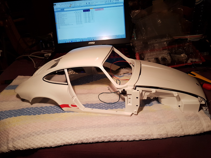 La construction de la porsche 911 Carrera d'Altaya au 1/8 ème - Page 2 Szorie38
