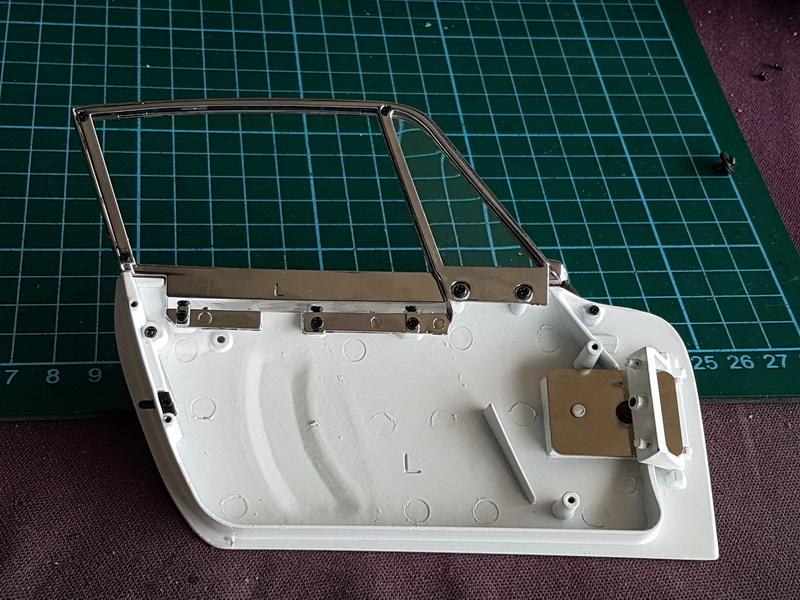 La construction de la porsche 911 Carrera d'Altaya au 1/8 ème - Page 2 Szorie75