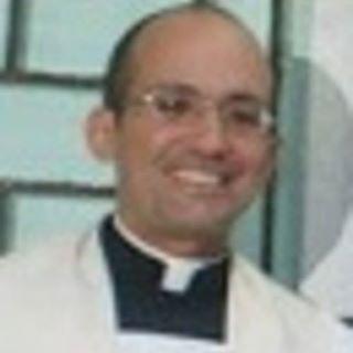 Sacerdote de Gibara pide a las Damas de Blanco abandonar el color que las identifica  Cura10