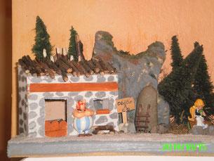 Mes Diorama Astérix sur base kinder et materiaux recuperatio Maison12