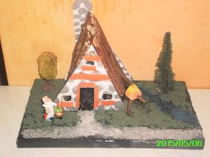 Mes Diorama Astérix sur base kinder et materiaux recuperatio Maison18
