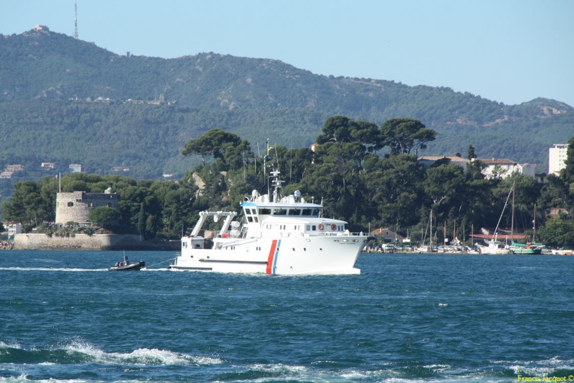 [LES PORTS MILITAIRES DE MÉTROPOLE] Mouvements de Bâtiments dans la rade de Toulon - Page 5 115