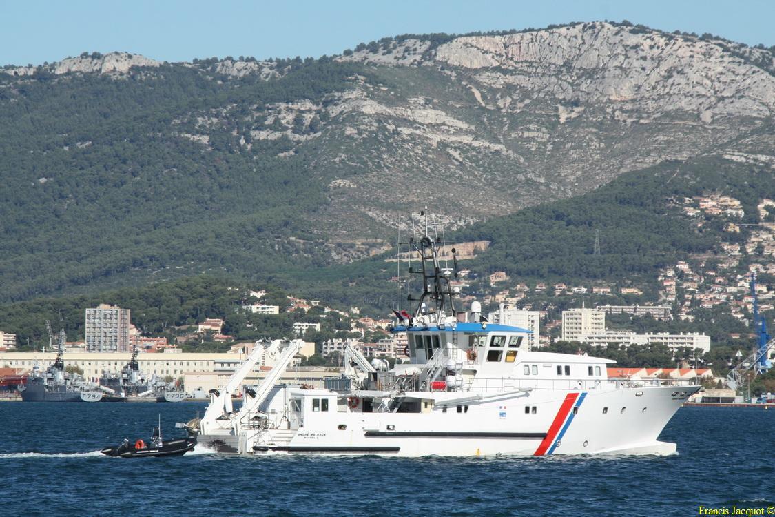 [LES PORTS MILITAIRES DE MÉTROPOLE] Mouvements de Bâtiments dans la rade de Toulon - Page 5 314