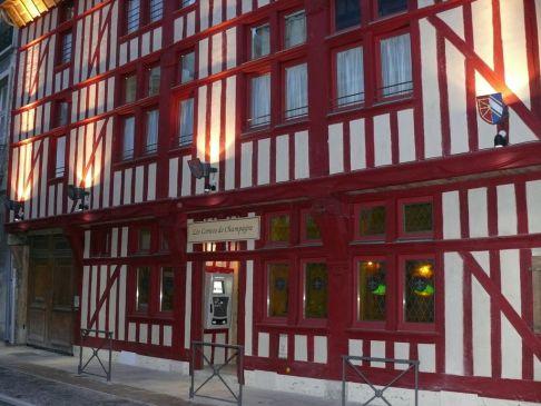 Troyes, entre Champagne et Chablis, 29 et 30 Juin - Page 6 Hatel10