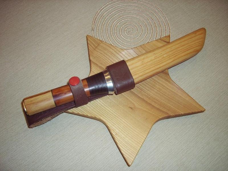 Bricolage d'un étui pour couteau. Imgp5212