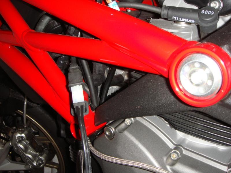 Chargeur batterie/mainteneur de charge Ducati - Page 2 Dsc02610