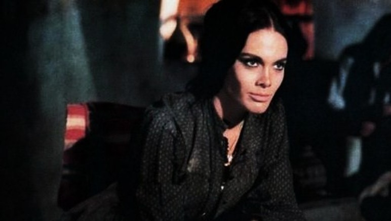 [Actrice]Martine Beswick 763px-10