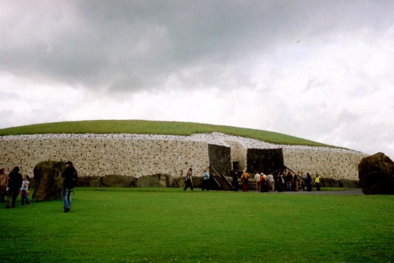 "La nécropole de ""Newgrange"" en Irlande... Tumuli10"