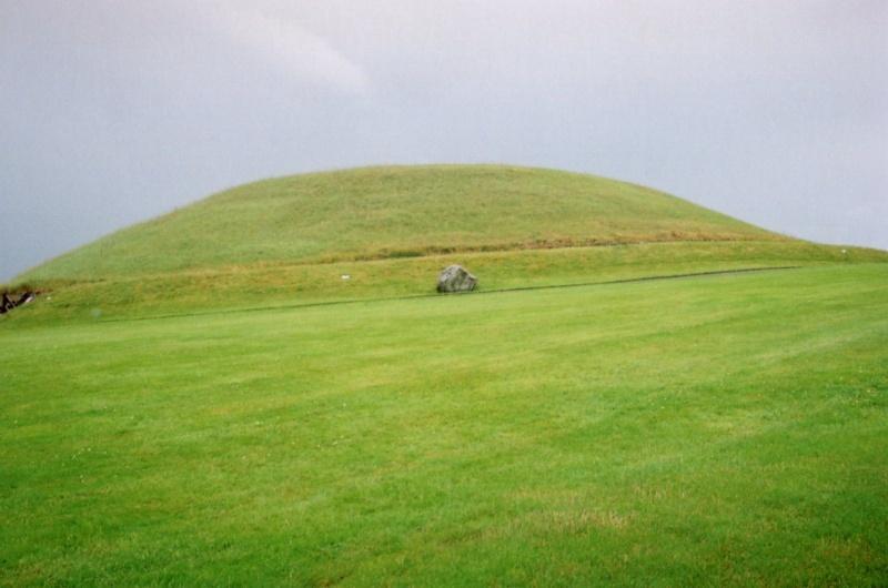 "La nécropole de ""Newgrange"" en Irlande... Tumuli12"