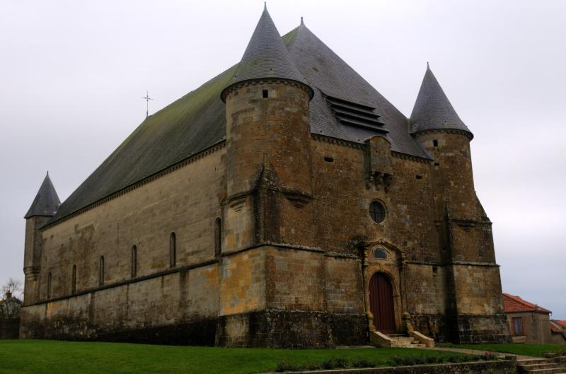 Eglise fortifiée.. Eglise13