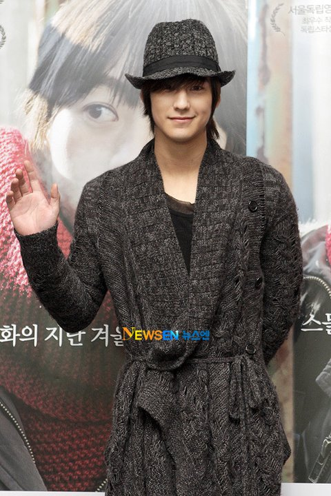 """Kim Bum attended the VIP premiere of the movie """"Hyehwa, dong (혜화,동)""""  16807710"""