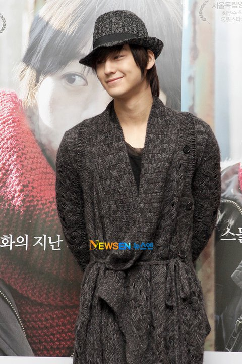 """Kim Bum attended the VIP premiere of the movie """"Hyehwa, dong (혜화,동)""""  16868010"""