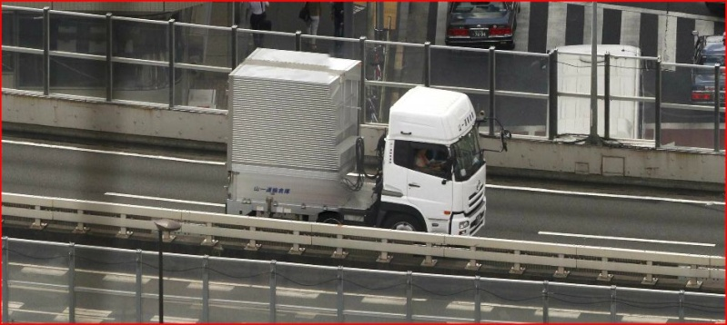 Gigapixels - Tokyo - Ça (aussi) c'est du pixel !! Camion10
