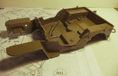 FINEMOLDS 1/20éme - U.S.ARMY 1/4 ton 4X4 TRUCK - JEEP ( SLAT GRILLE) - Page 2 P1050710
