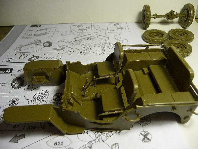 FINEMOLDS 1/20éme - U.S.ARMY 1/4 ton 4X4 TRUCK - JEEP ( SLAT GRILLE) - Page 2 P1050712