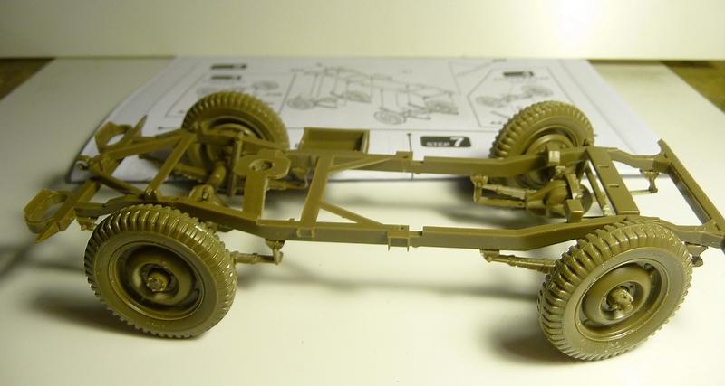 FINEMOLDS 1/20éme - U.S.ARMY 1/4 ton 4X4 TRUCK - JEEP ( SLAT GRILLE) - Page 2 P1050715