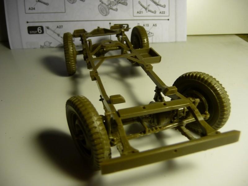 FINEMOLDS 1/20éme - U.S.ARMY 1/4 ton 4X4 TRUCK - JEEP ( SLAT GRILLE) - Page 2 P1050716