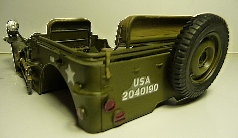 FINEMOLDS 1/20éme - U.S.ARMY 1/4 ton 4X4 TRUCK - JEEP ( SLAT GRILLE) - Page 2 P1050722
