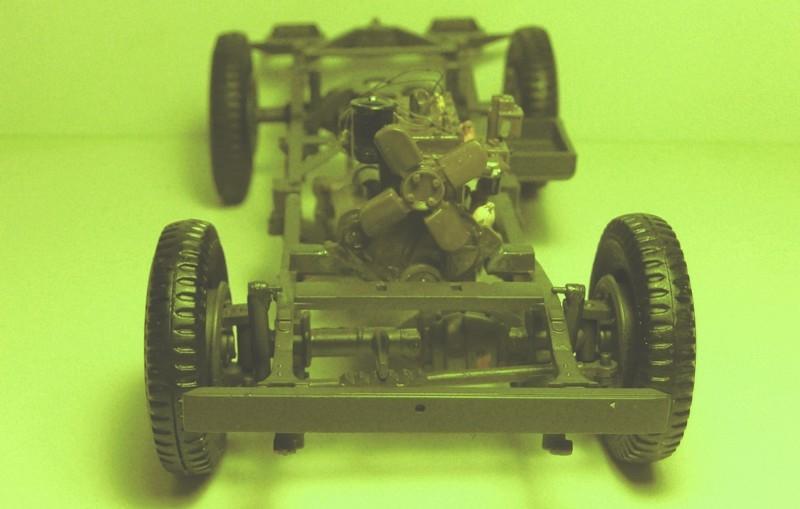 FINEMOLDS 1/20éme - U.S.ARMY 1/4 ton 4X4 TRUCK - JEEP ( SLAT GRILLE) - Page 2 P1050726