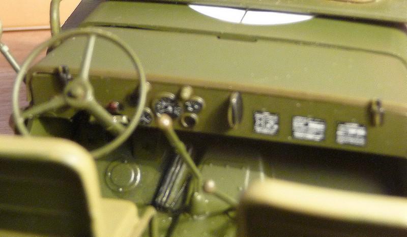 FINEMOLDS 1/20éme - U.S.ARMY 1/4 ton 4X4 TRUCK - JEEP ( SLAT GRILLE) - Page 2 P1050734