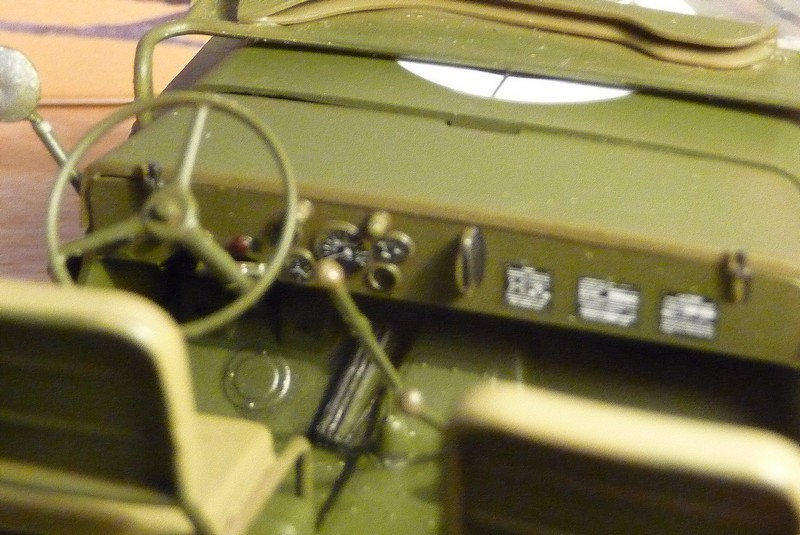 FINEMOLDS 1/20éme - U.S.ARMY 1/4 ton 4X4 TRUCK - JEEP ( SLAT GRILLE) - Page 2 P1050735