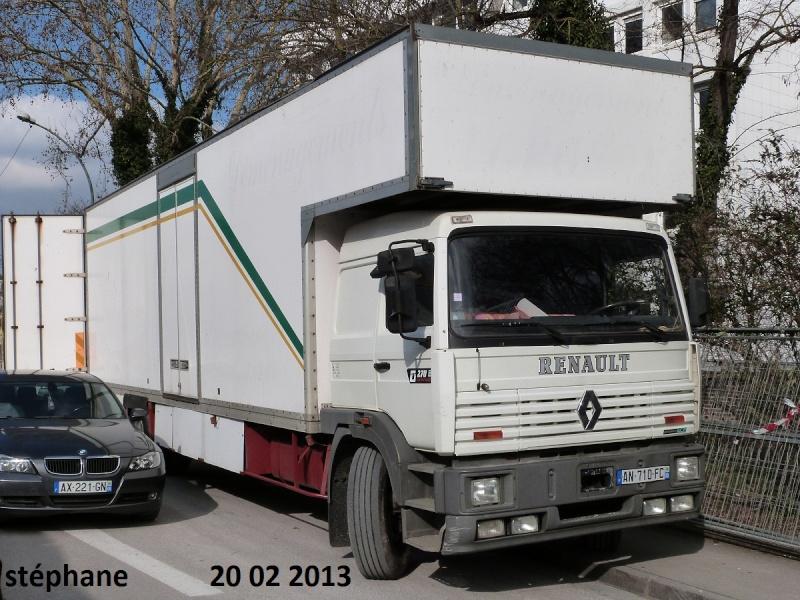 Les Camions des forains - Page 3 P1070726