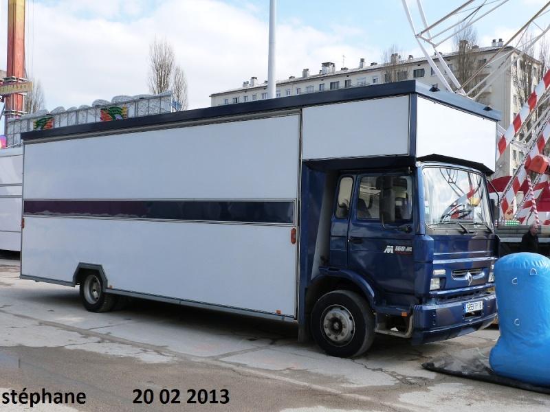 Les Camions des forains - Page 3 P1070731