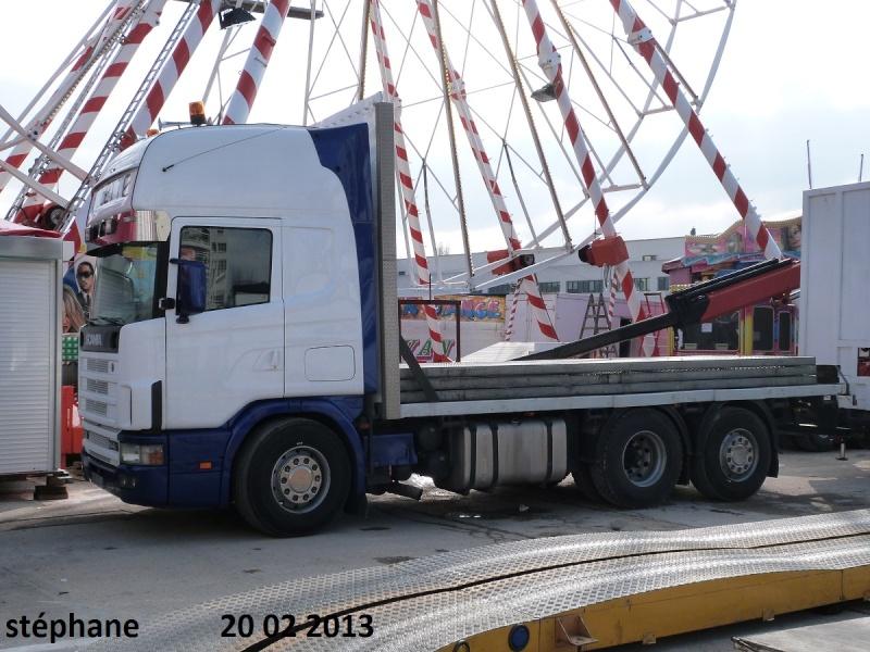 Les Camions des forains - Page 3 P1070733