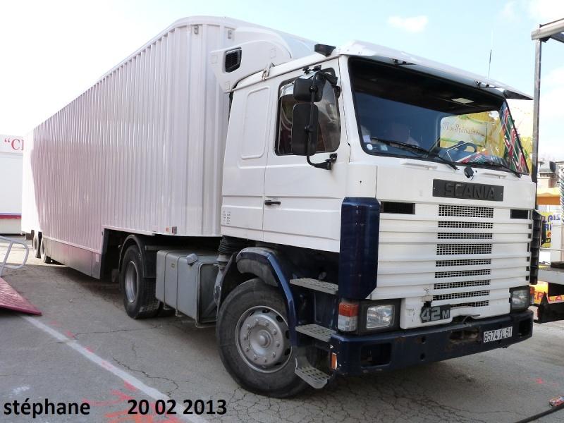 Les Camions des forains - Page 3 P1070737