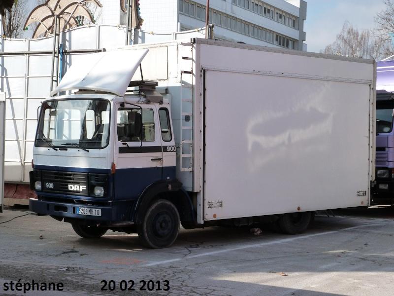 Les Camions des forains - Page 3 P1070739