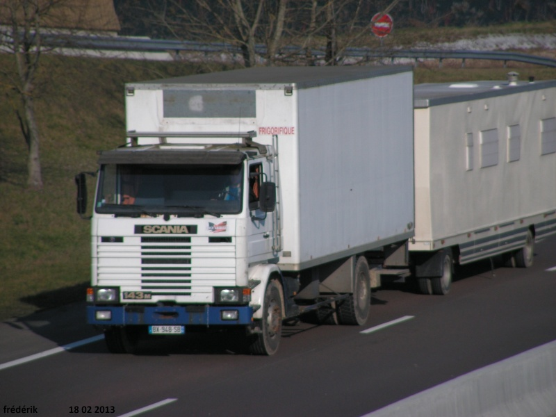 Les Camions des forains - Page 3 Pict0314