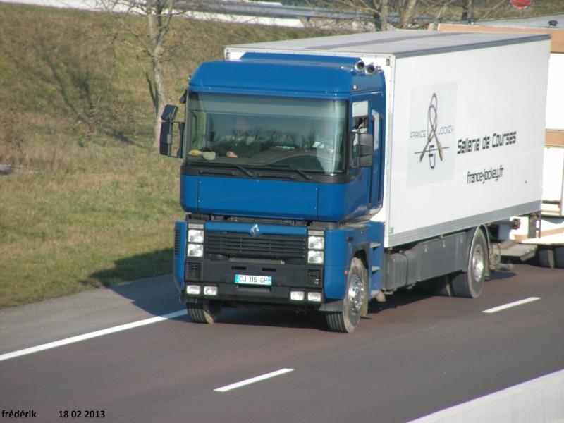 Les Camions des forains - Page 3 Pict0315