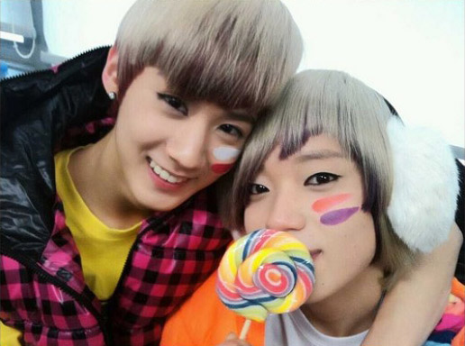 [TEEN TOP] TEEN TOP shares sweet photos from the backstage of 'Inkigayo' 20110226