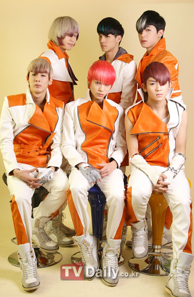 [Teen Top] TEEN TOP on 12-hour rehearsals, their rivalry with INFINITE, and missing school 20110270