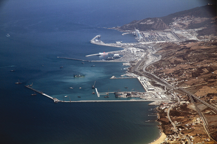 Tanger - Futur grand port de l'Afrique - Page 8 Tanger10